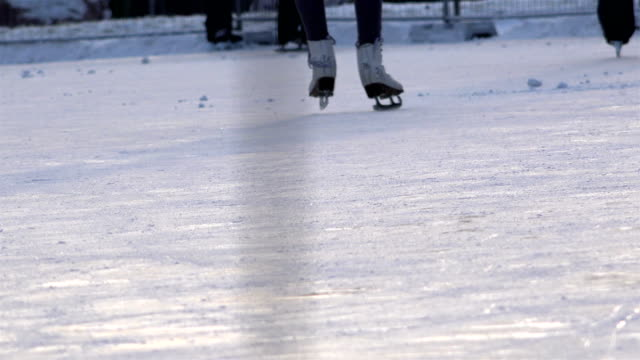 Slide the edge of the skates on the ice surface of the rink and move forward
