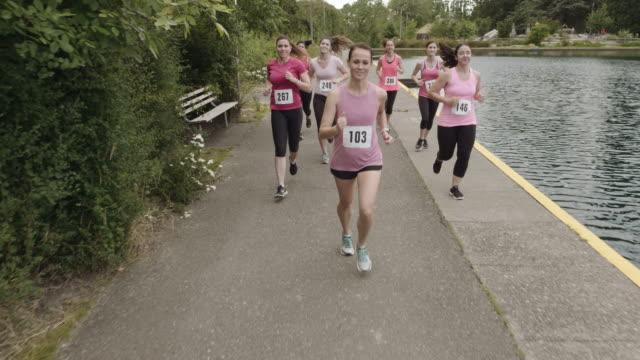 stockvideo's en b-roll-footage met slomo borst kanker bewustzijn uitvoeren - breast cancer