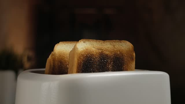 vídeos de stock e filmes b-roll de slow camera zoom.burning toast pops up in toaster. - burned cooking