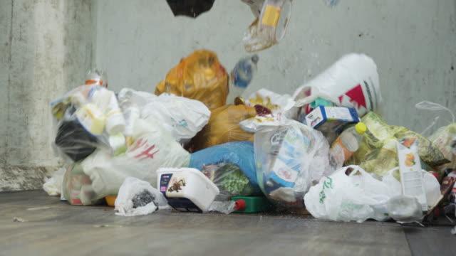 vídeos de stock e filmes b-roll de slow mo of trash being dumped - economia circular