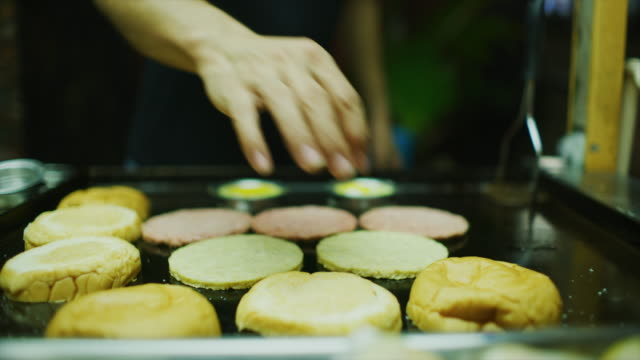 slow motion 60 fps shot of a ramly burger street food being made in miri, east malaysia - burger and chicken filmów i materiałów b-roll