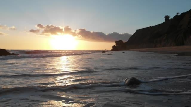 vídeos de stock e filmes b-roll de slow motion aerial video - big sur coastline california - big sur