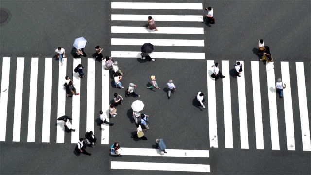 vídeos de stock e filmes b-roll de slow motion - aerial view of a crossing in ginza - encruzilhada