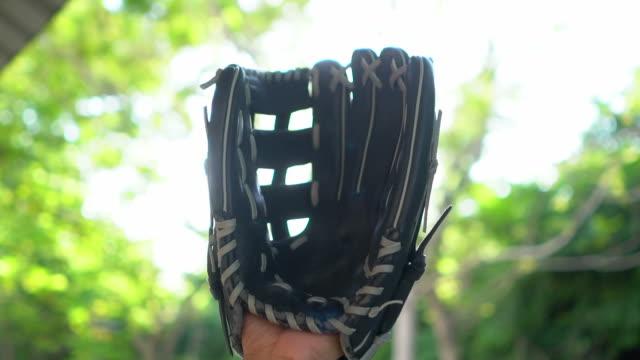 slow motion: baseball catching by baseball glove - guanto indumento sportivo protettivo video stock e b–roll