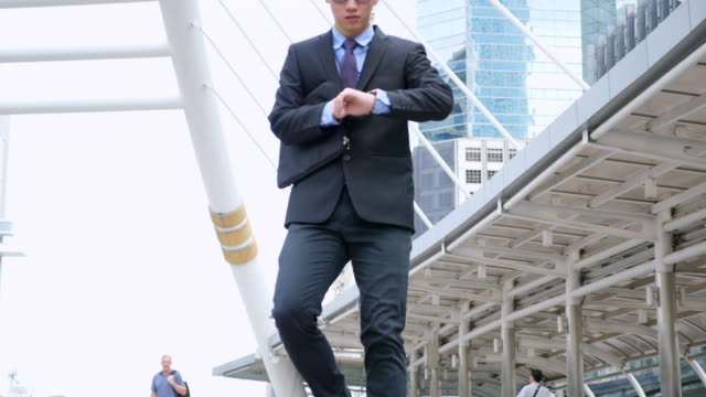 vídeos de stock e filmes b-roll de slow motion businessman hurry to work while running on the stairway - important