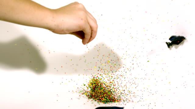 pop de cámara lenta confetti globo - vídeo