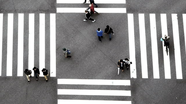 slow motion fhd footage of people crowd with aerial view pedestrians intersection cross-walk ginza crosswalk car traffic on tokyo city. japan, japanese culture concept - top filmów i materiałów b-roll