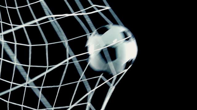 slow-motion fußballtor partituren in net nahaufnahme - netzgewebe stock-videos und b-roll-filmmaterial