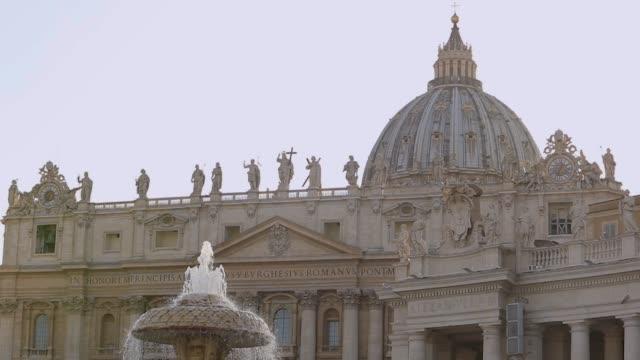 st. peter meydanı'ndaki yavaş hareket çeşmesi. aziz peter meydanı. i̇talya, roma - pope francis stok videoları ve detay görüntü çekimi