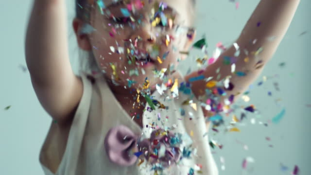 slow motion : little girl throwing colorful confetti - 2 3 anni video stock e b–roll