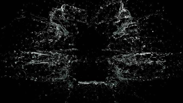 slow motion av en spridning ström av vatten på en svart bakgrund 4k - vatten bildbanksvideor och videomaterial från bakom kulisserna