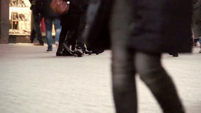 stockvideo's en b-roll-footage met slow motion of shoppers - chester engeland