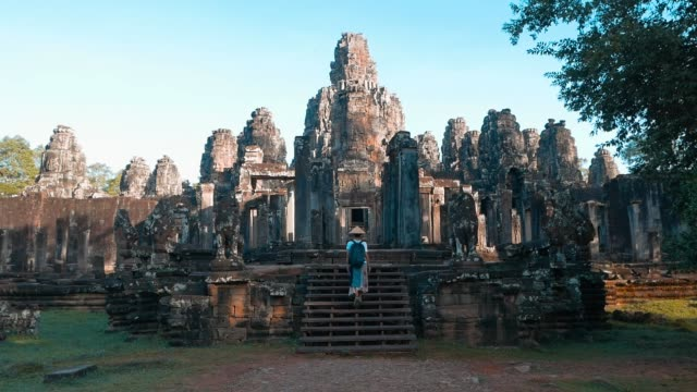 slow motion: one tourist visiting angkor ruins travel destination cambodia - cambogia video stock e b–roll