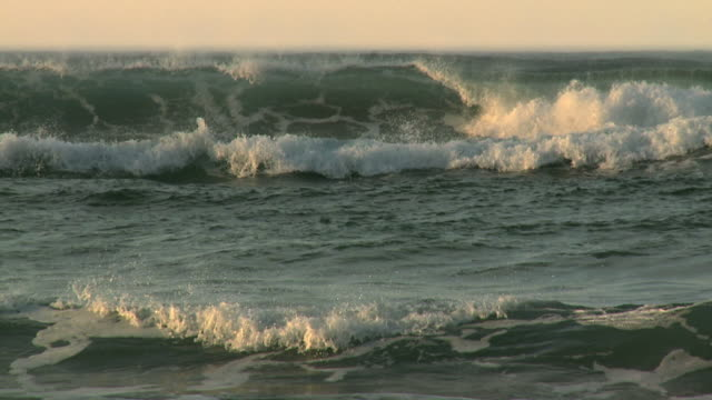 slow motion rolling waves video