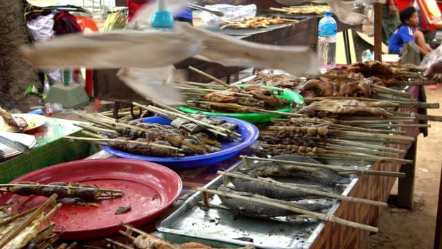 slow motion rotate ventilation in stand cambodian food at street market - cambogia video stock e b–roll