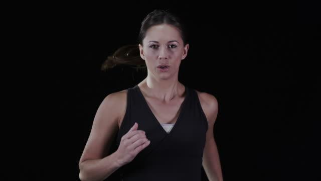 Deporte mujer corriendo en cámara lenta - vídeo