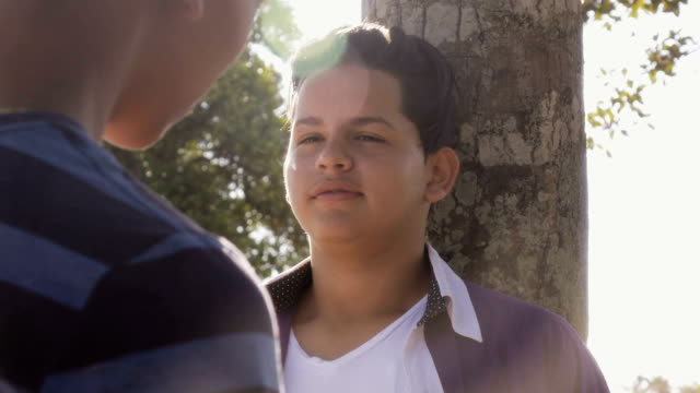 stockvideo's en b-roll-footage met slow motion tiener jongen roken e-sigaret-elektronische sigaret - teenager animal