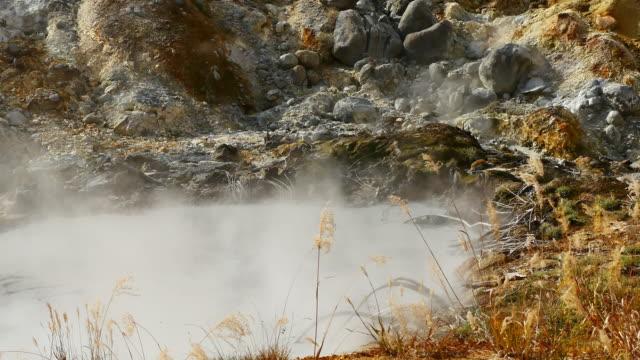 슬로우 모션 비디오 goshougake 온천 온천에서 연기의가 시즌 일본 아키타 현에서에서 닫습니다. - 스파 온천 스톡 비디오 및 b-롤 화면