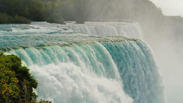 slow motion video. niagara falls - american falls - parco nazionale video stock e b–roll