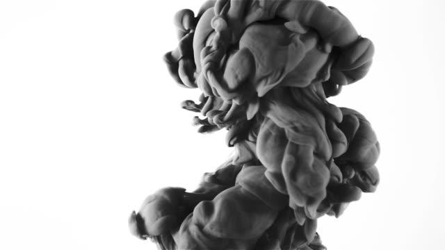 vídeos de stock e filmes b-roll de slow movement of grey smoke tubers on white background hd - exhaust white background