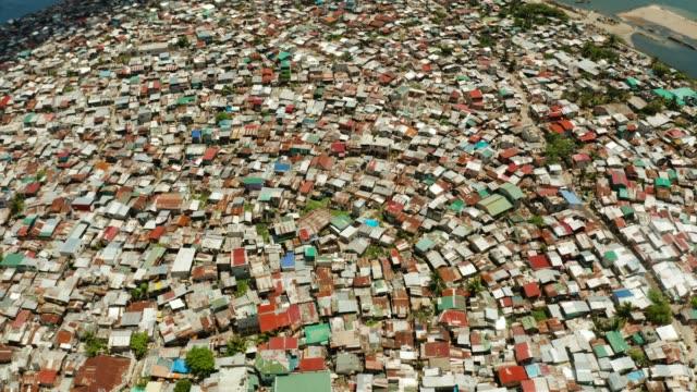 slums und armenviertel der stadt manila - bevölkerungsexplosion stock-videos und b-roll-filmmaterial
