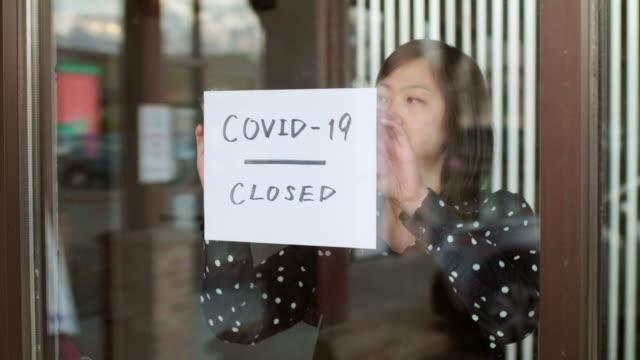 covid-19의 영향을 받는 소규모 비즈니스 소유자 - 경제 스톡 비디오 및 b-롤 화면