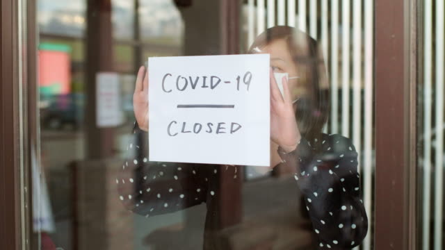 small business owner affected by covid-19 - lockdown filmów i materiałów b-roll