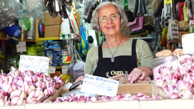 小企業所有者年配の女性肖像画 - ブラジル文化点の映像素材/bロール
