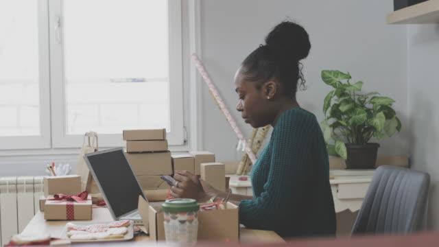 småföretagare - frilansarbete bildbanksvideor och videomaterial från bakom kulisserna