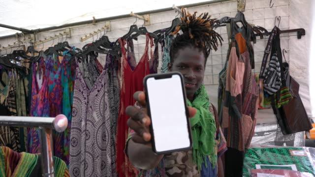 small business service sokak satıcısı - pazarcı stok videoları ve detay görüntü çekimi