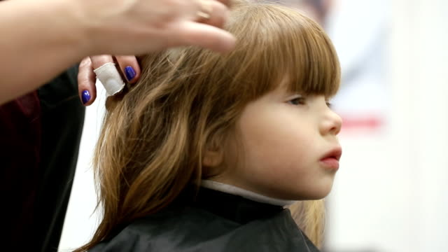Small girl at hairdressing saloon video
