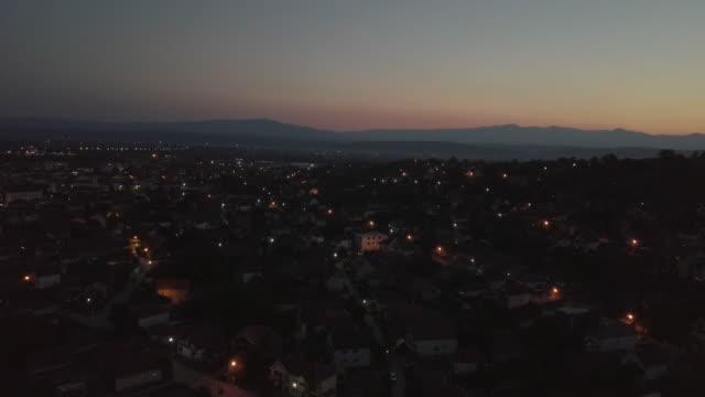 小鎮的日落 4 k - 城鎮 個影片檔及 b 捲影像