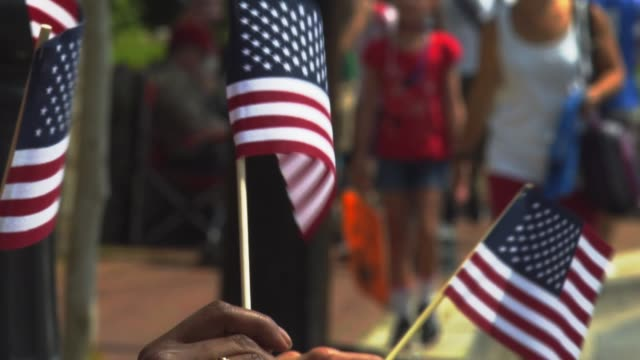 a small town july 4th parade. - giorno dell'indipendenza video stock e b–roll