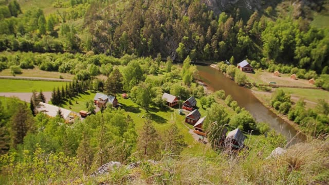 a small village in the mountains at the foot of the mountain. mountain river - quadcopter filmów i materiałów b-roll