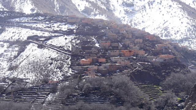 vídeos de stock e filmes b-roll de small village on the atlas mountains in morocco - cooker happy