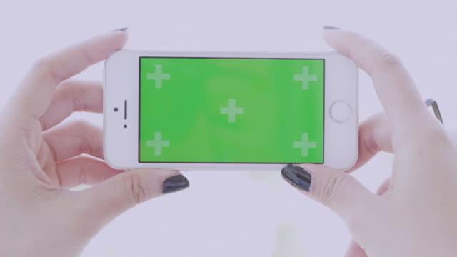 スマート フォン、緑色の画面 - 映画用カメラ点の映像素材/bロール