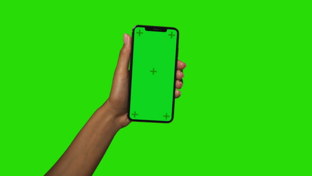 smartphone in mani femminili nere - mano umana video stock e b–roll