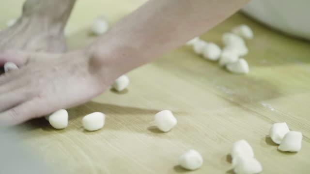 Smearing buns video