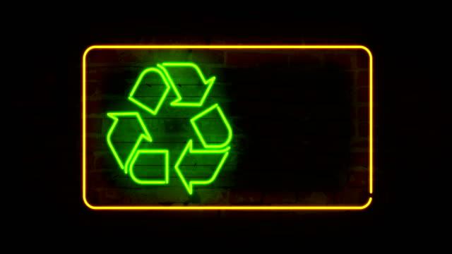 lächeln für das recycling - smiley stock-videos und b-roll-filmmaterial
