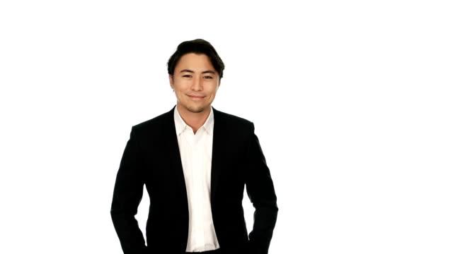 vídeos de stock, filmes e b-roll de empresário sorrindo em terno preto - fundo branco