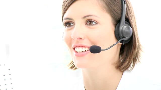 vídeos y material grabado en eventos de stock de sonriente mujer de negocios con auriculares en - centro de llamadas