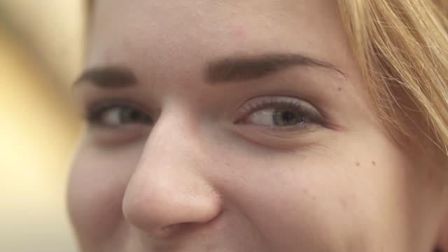smiling eyes of a young girl close up - pesche bambino video stock e b–roll