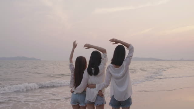 vídeos de stock e filmes b-roll de smiling happy asian friends group of young women together seaside on beach summer vacation sunset silhouette dusk holidays travel enjoy life weekend activity people lifestyle, slow motion 4k cinematic - gmail