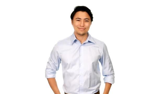 光の青いシャツに笑みを浮かべて男 - スタジオ 日本人点の映像素材/bロール