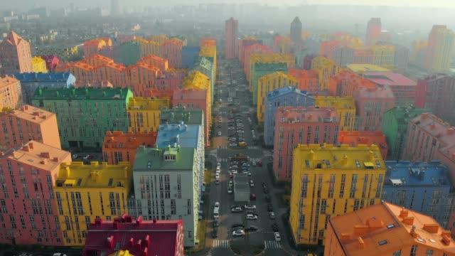 stockvideo's en b-roll-footage met smog in de stad met gekleurde gebouwen - ozonlaag