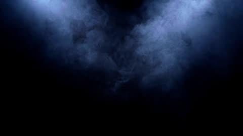 vídeos de stock e filmes b-roll de smoke clears in the spotlight on black background - escuro