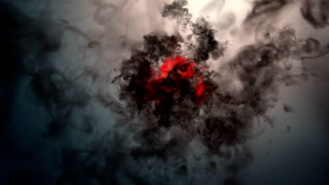 vídeos de stock, filmes e b-roll de fumaça de incêndio 4k - contrastes