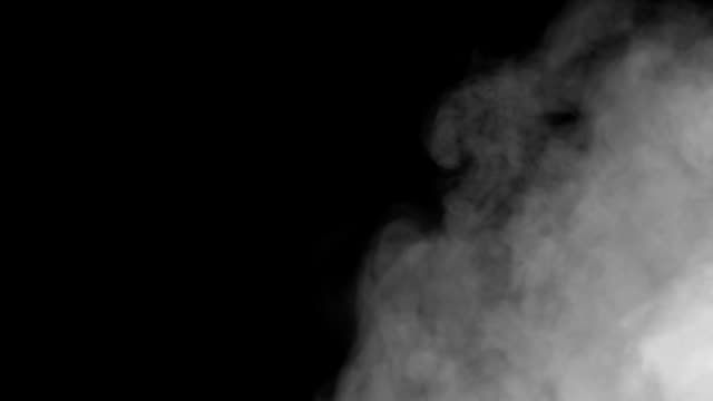 transizione fumo dal nero al bianco. ver.5 - fumo materia video stock e b–roll
