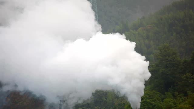 vídeos de stock e filmes b-roll de fumo - exhaust white background