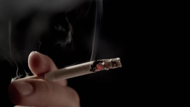 sigara i̇çilmeyen - tütün mamulleri stok videoları ve detay görüntü çekimi